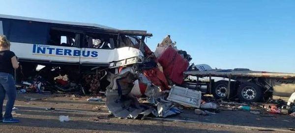 Accidente en carretera Sonoyta-SLRC deja 16 muertos y 22 heridos.