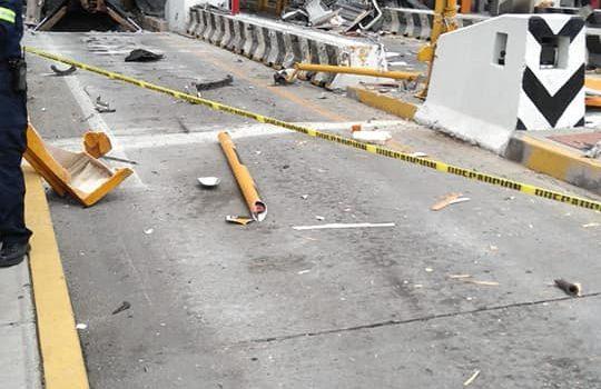 Tráiler se queda sin frenos e impacta varios autos en la México-Puebla.